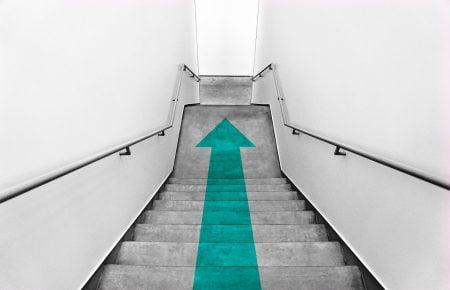 بازاریابی مستقیم چیست؟ مزایا، مراحل و نمونه هایی برای شروع یک کمپین بازاریابی مستقیم