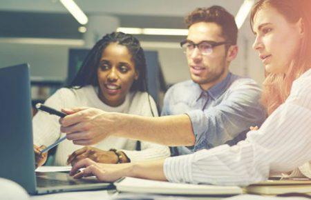 چرا یادگیری مستمر برای کارآفرینان و تیم آنها ضروری است؟